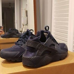 Nike Womens Huarache Navy Blue Sneakers